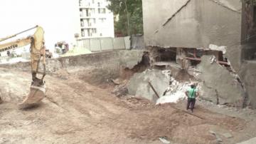 Стена на сграда се срути в Бургас