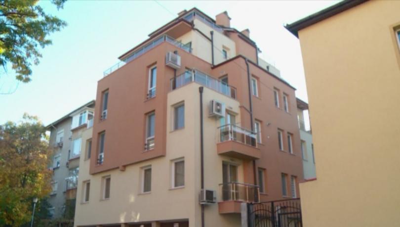 Вече две години собственици на апартаменти в новопостроена жилищна кооперация