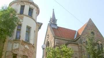 Сграда на 112 години се руши в центъра на Пловдив