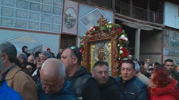 Литийно шествие с чудотворната икона на Св. Богородица от Бачковския манастир