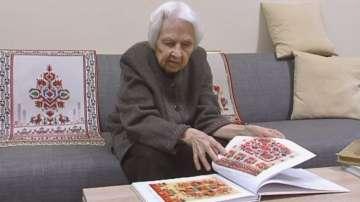 90-годишна пловдивчанка пази традицията на българските шевици
