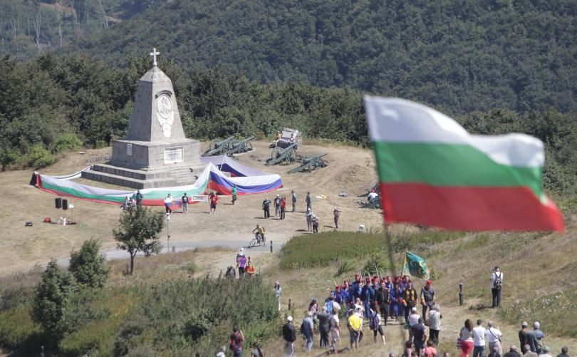 снимка 7 Стотици почетоха паметта на загиналите при боевете на връх Шипка