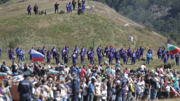 Стотици почетоха паметта на загиналите при боевете на връх Шипка