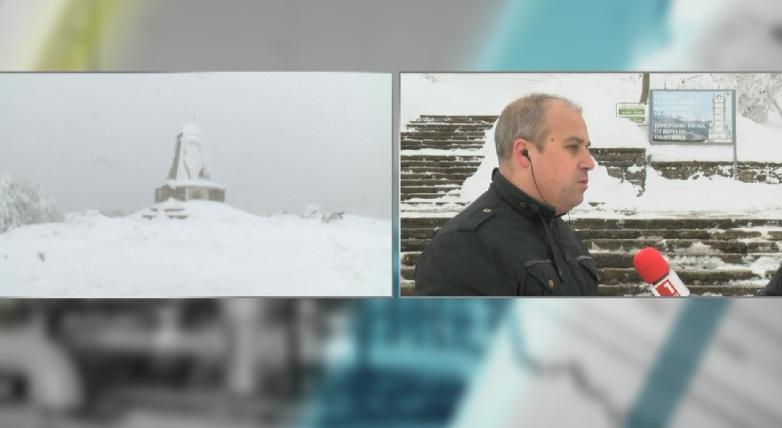 Продължава почистването на пътя към Паметника на връх Шипка