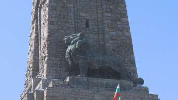 Започна ремонтът на лъва на Паметника на свободата
