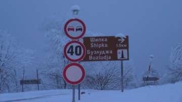 След успешна акция: Освободиха блокирани в снежен капан младежи край Шипка