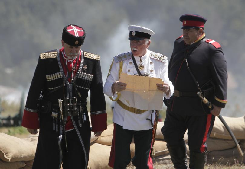 снимка 10 Стотици почетоха паметта на загиналите при боевете на връх Шипка