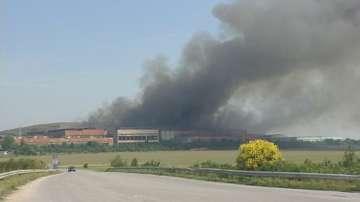Все още гори заводът за отпадъци в Шишманци