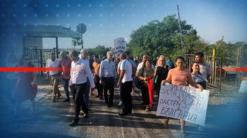 Министър Нено Димов се срещна с протестиращи заради сметището край Шишманци