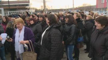 Над 100 шивачки протестираха в Дупница