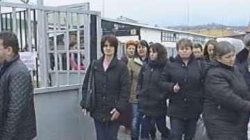 Шивачките от Дупница все още са без заплати