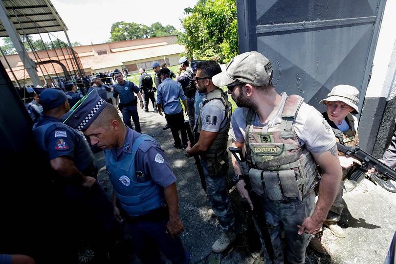 стрелба бразилско училище убити осем ученици директорът