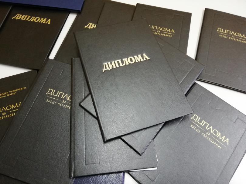 Разбиха престъпна схема за фалшиви дипломи в Шумен (СНИМКИ)