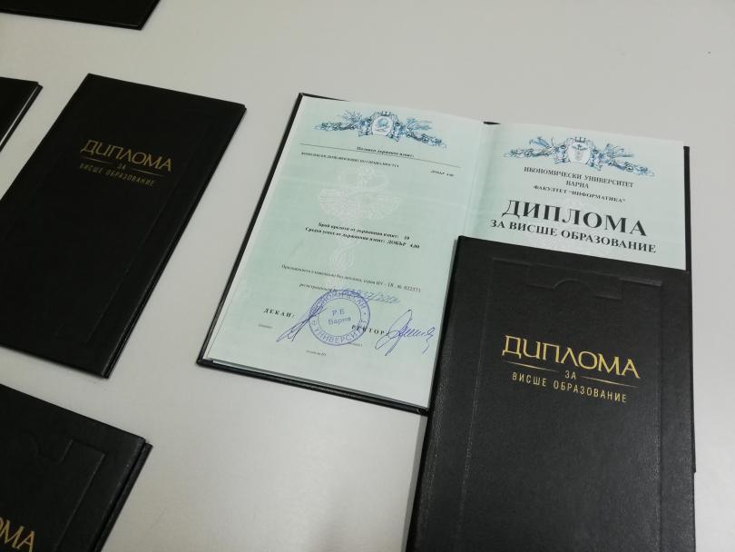 снимка 2 Разбиха престъпна схема за фалшиви дипломи в Шумен (СНИМКИ)