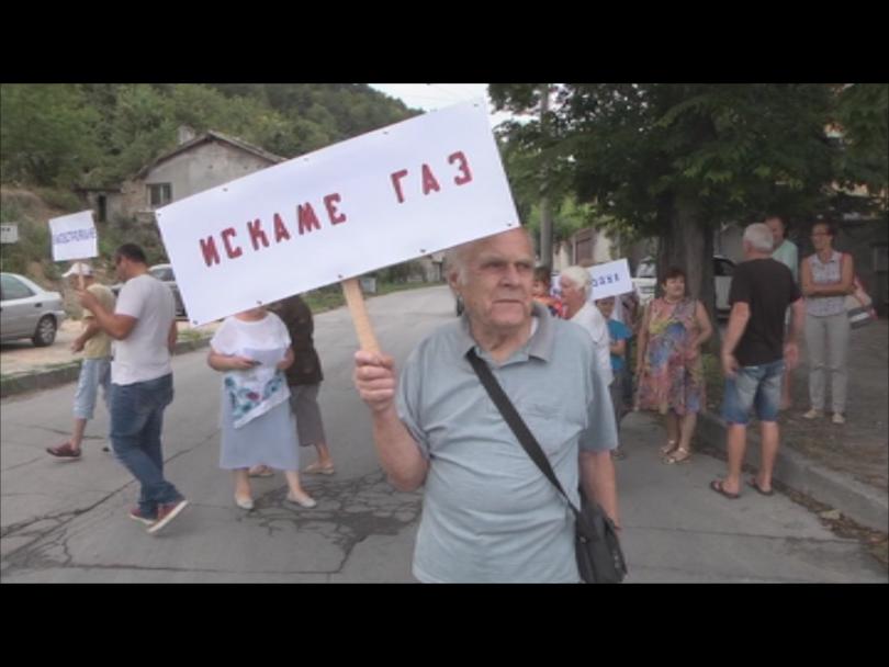 Жители на Шумен излязоха на протест с искане домовете им