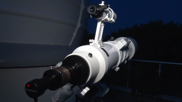 """Стотици души наблюдаваха """"кървавата луна"""" от обсерваторията в Шумен"""