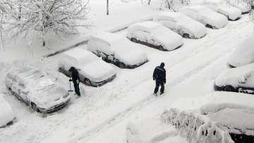 Хаос в страната заради сняг и дъжд