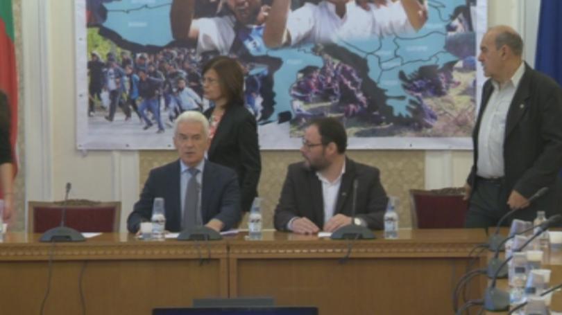 Председателят на парламентарната група на ,,Обединени патриоти`` Волен Сидеров даде