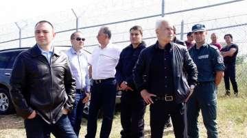 Волен Сидеров инспектира оградата на българо-турската граница