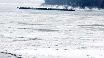 Ледоходът по Дунав спря 21 кораба край Силистра