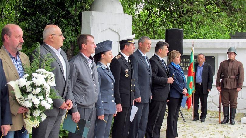 снимка 4 Из цялата страна честваха Гергьовден и Деня на храбростта (СНИМКИ)