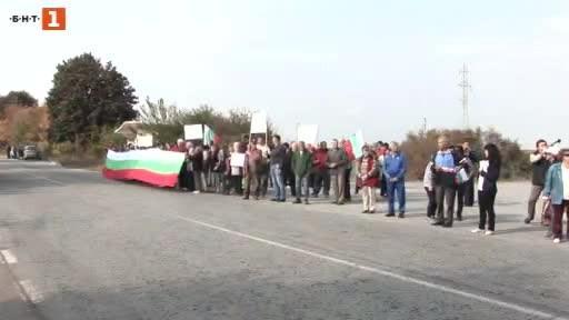 Жители на две села в Силистренско излязоха на протест днес
