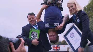 Британец потопи бисквита в чай след скок от 73 метра (ВИДЕО)