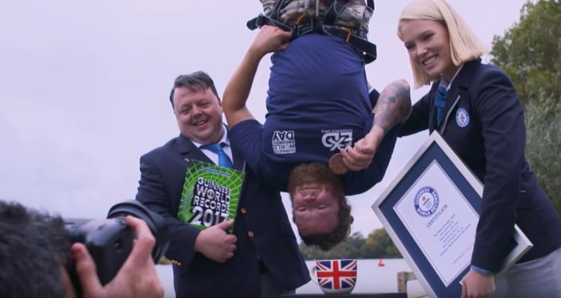 британец потопи бисквита чай скок метра видео