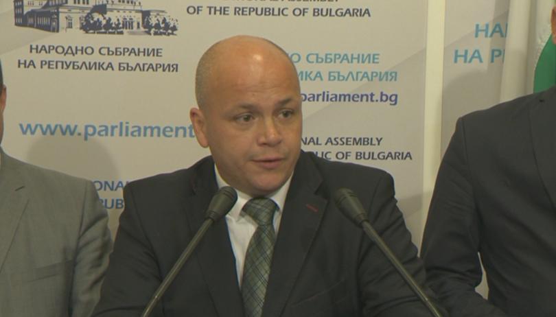 От БСП поискаха днес оставката на културния министър Боил Банов