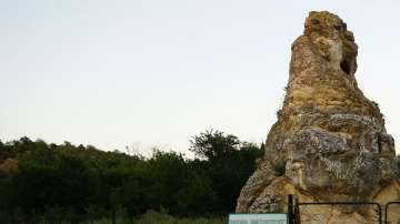 Рухна Кралимарковият камък в местността Стълпище край Русе