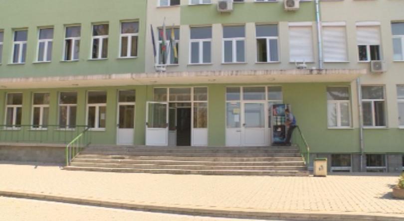 Снимка: В болницата в Павликени забравиха възрастна жена 6 часа затворена в скенер