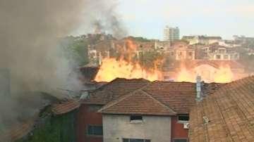 Експерти оценяват щетите по изгорелите тютюневи складове в Пловдив