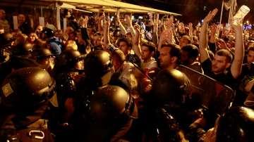 Трета нощ на насилие и протести в Македония