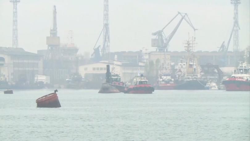 Снимка: Изтеглят подводницата Слава в Белославското езеро, за да се превърне в музей