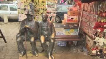 Паметник се превърна в сергия за мартеници