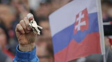 Хиляди словаци поискаха предсрочни избори на демонстраци в страната