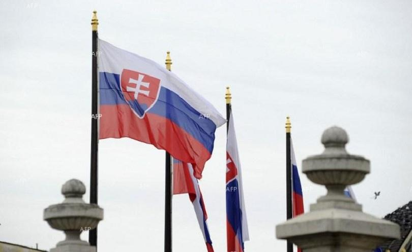 словашкият външен министър оставка подпише пакта миграцията