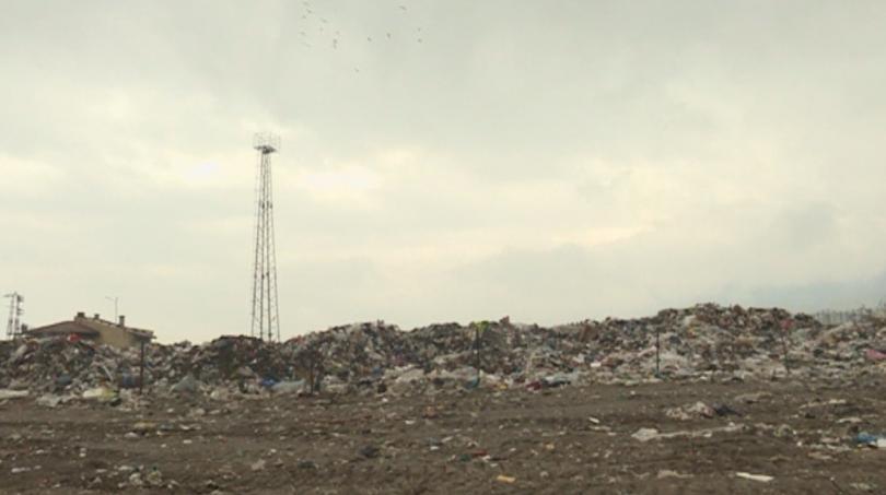 Снимка: Тлеещо сметище обгазява жителите на Джерман