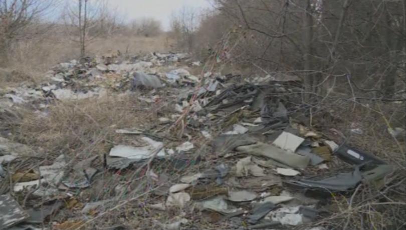 Жители на варненското село Тополи сигнализираха за три незаконни сметища.