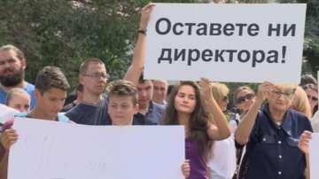 Забраняваме му да подава оставка: Протестиращи подкрепиха директора на СМГ