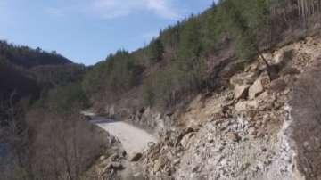 Утре се очаква експертният доклад за свлачището на пътя Смолян-Мадан