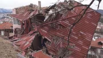Бедственото положение в Смолян и Баните остава в сила, обстановката се успокоява