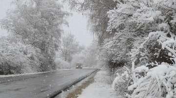 Новата седмица започва със снеговалежи