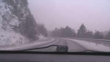 Снегонавявания ограничават движението на тежки камиони по пътя Видин - Монтана