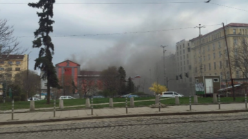 Пожар гори в бившата дискотека Син сити в София