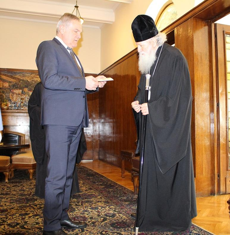 снимка 1 Румен Петков и патриарх Неофит обсъдиха изложба на български икони в Москва