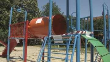 Опасна детска площадка в столицата