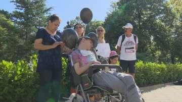Майки на деца с увреждания отново на протест пред парламента