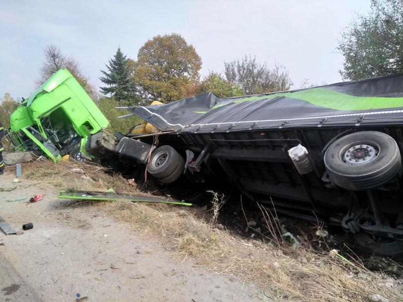 Тежкотоварен камион се преобърна на Околовръстния път в района на