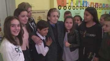 Деца от село Крупник събраха пари за възрастна жена